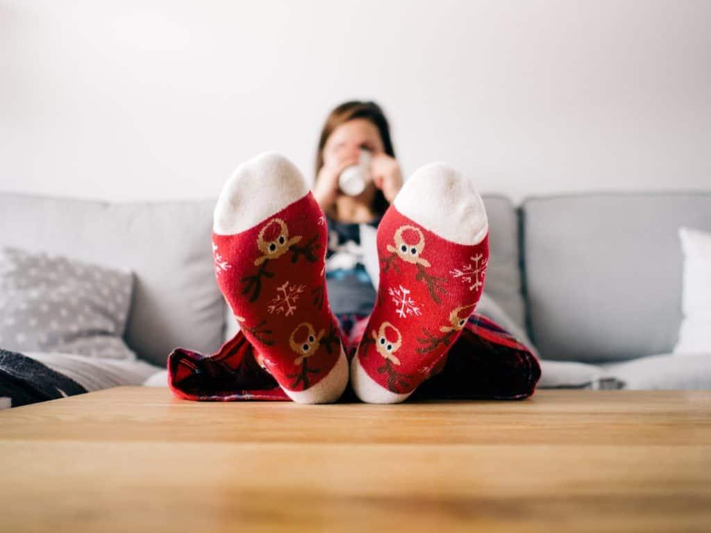 Verbot Kinder Weihnachten zu sehen: füße, socken, wohnzimmer