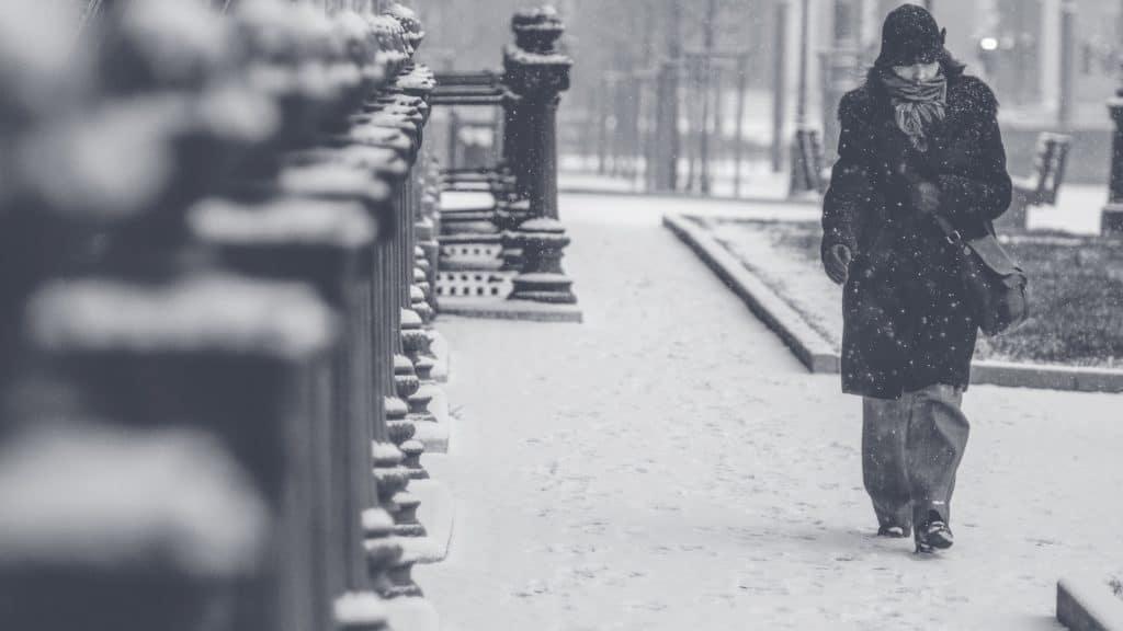 Wann muss Schnee geräumt werden und gestreut werden? Räumpflicht und Streupflicht unbedingt rechtzeitig.