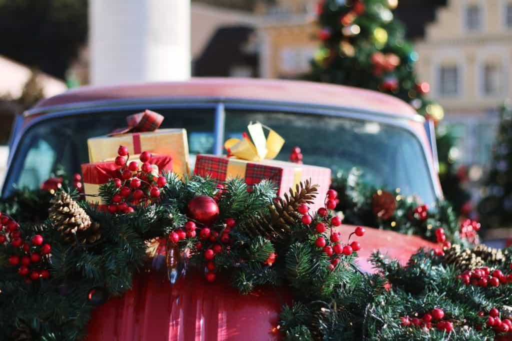 Weihnachtsbaum transportieren: Wenn's im Auto weihnachtlich blinkt und leuchtet: