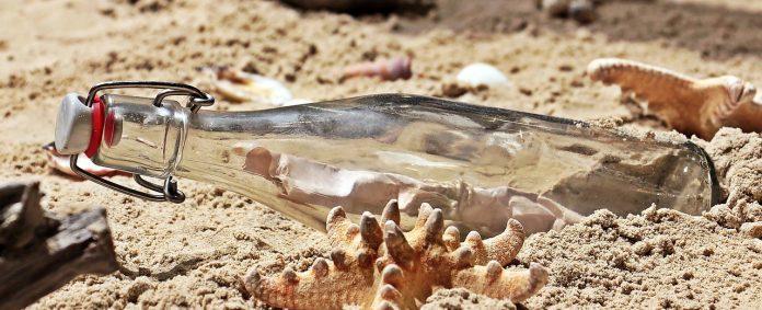 Flaschenpost Flasche Post Strand Sand Glasflasche