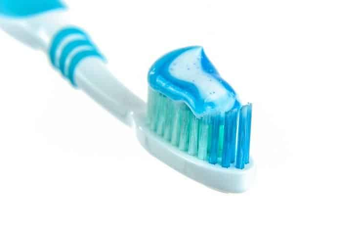Zahnpasta Zahnbürste White Hintergrund