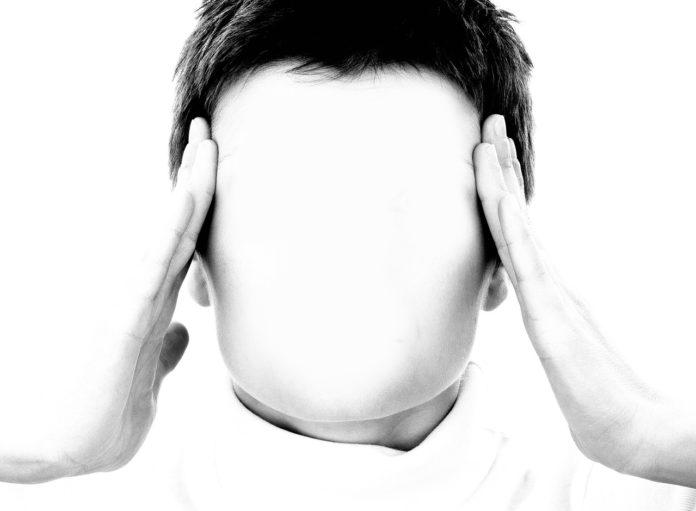 gesicht frau maske hand stress kopfschmerzen