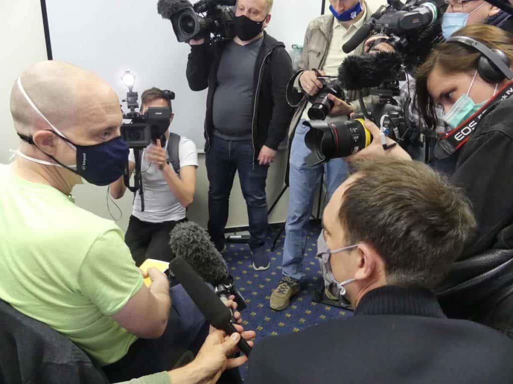 Impfreise Russland nach Moskau/Russland Uwe Keim von der Presse umlagert