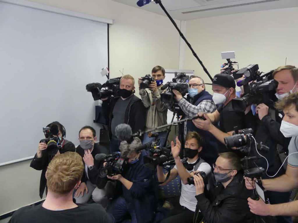 Impfreise Russland nach Moskau/Russland Presse-Auflauf für die Freiwilligen