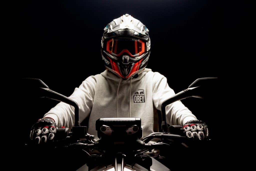 Motorradfahren mit Kindern, motorrad, helm, fahrer