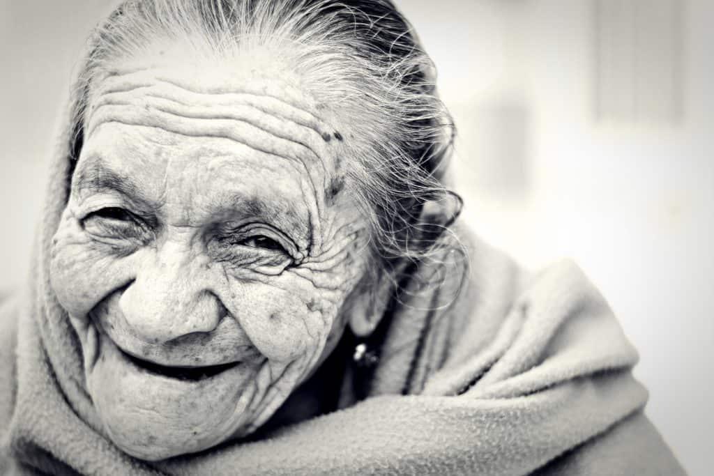 Schmerzmittel im Alter, frau, alt, senior