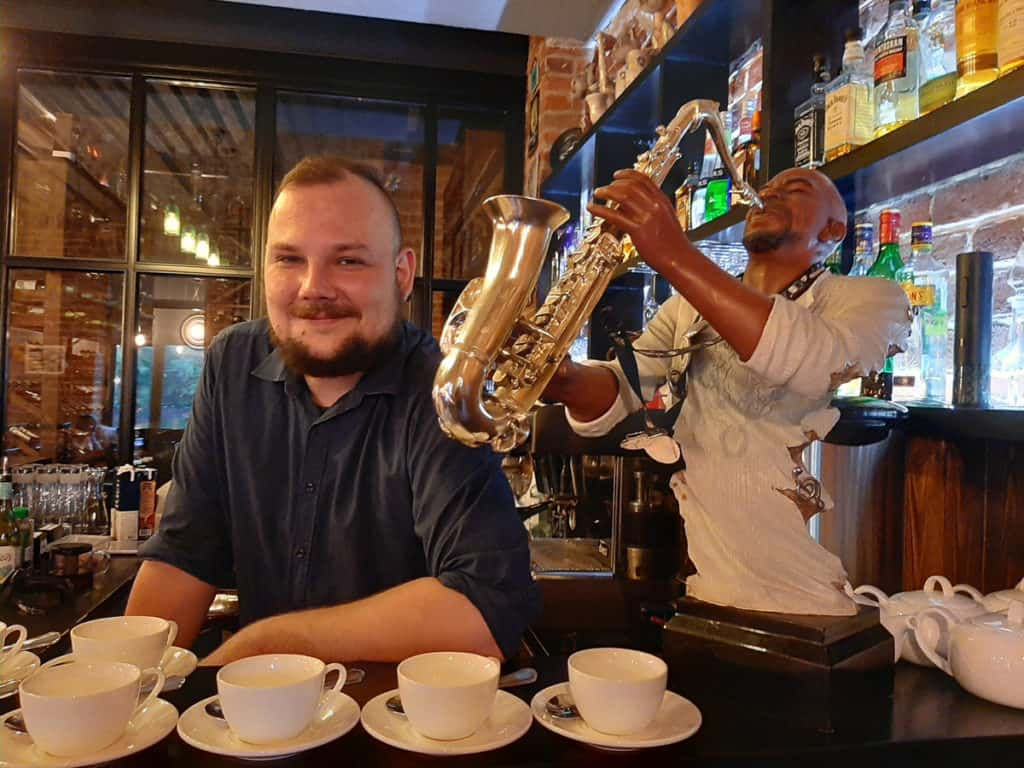 Barmann Iwan Gluschenko im Jazz-Lokal Stari Royal