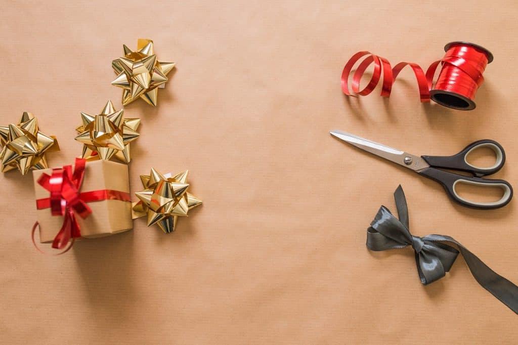 Geschenke einpacken Ideen: Was brauche ich zum Geschenke einpacken?: kunst und kunsthandwerk bogen feier weihnachten